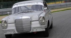 """Mercedes """"Heckflosse"""" auf dem Nürburgring"""