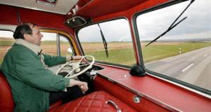 Daimler Benz LP 333 ein LKW mit zwei gelenkten Vorderachsen