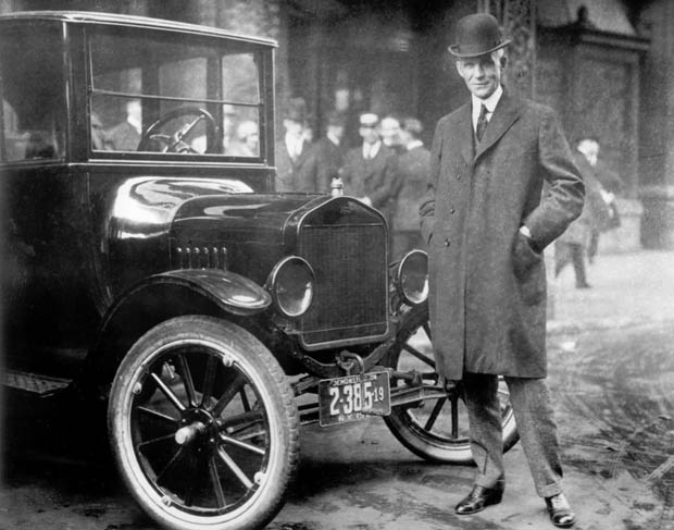 Henry-Ford-mit-T-Modell