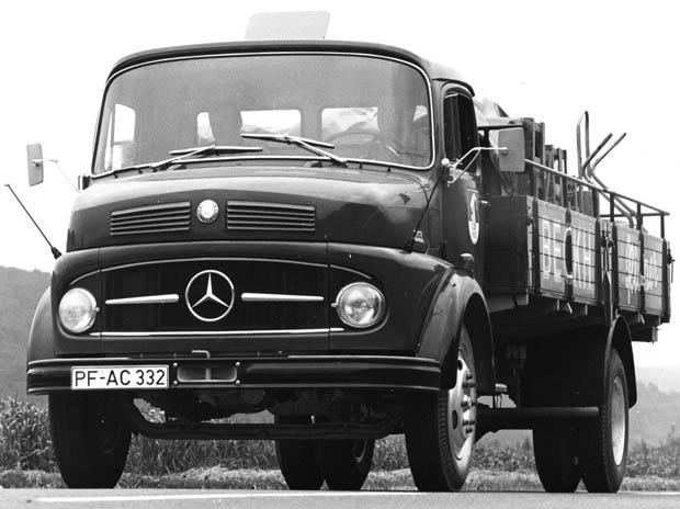 Mercedes-Benz_L113